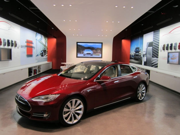 Tesla-Store-Bellevue-Square-Mall